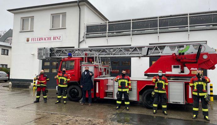Bild zum Artikel Verfrühtes Weihnachtsgeschenk für Binzer Feuerwehr